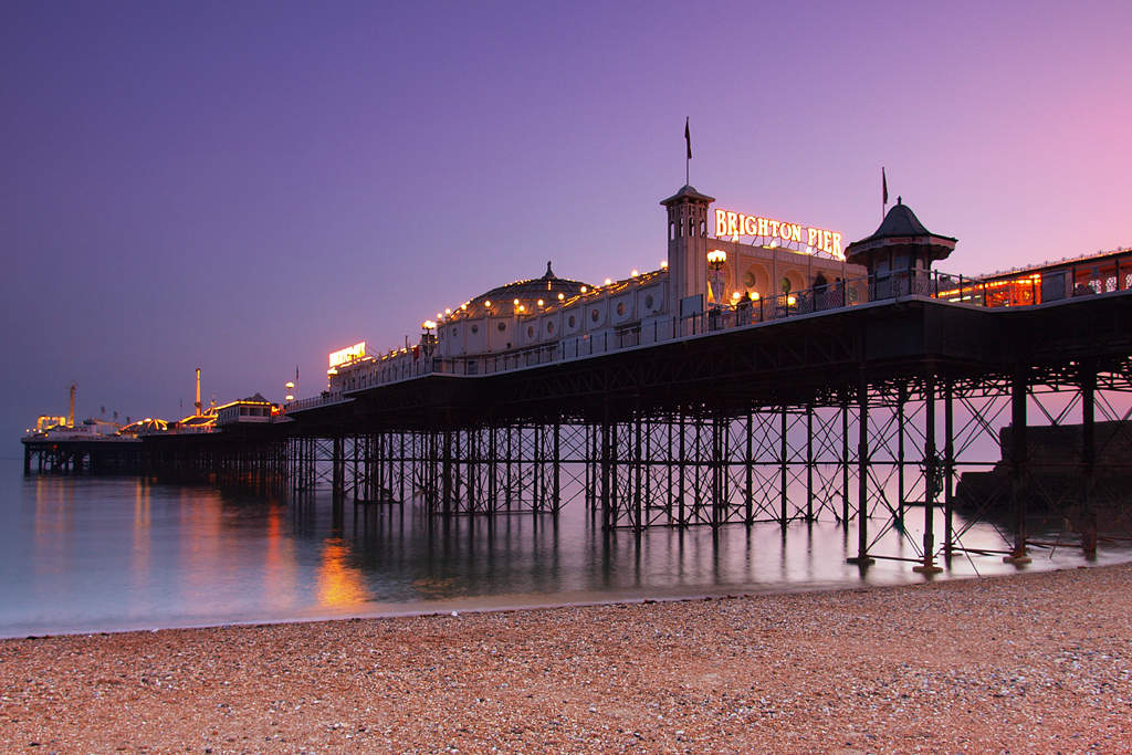 Brighton: Seaside resort on the south coast of England