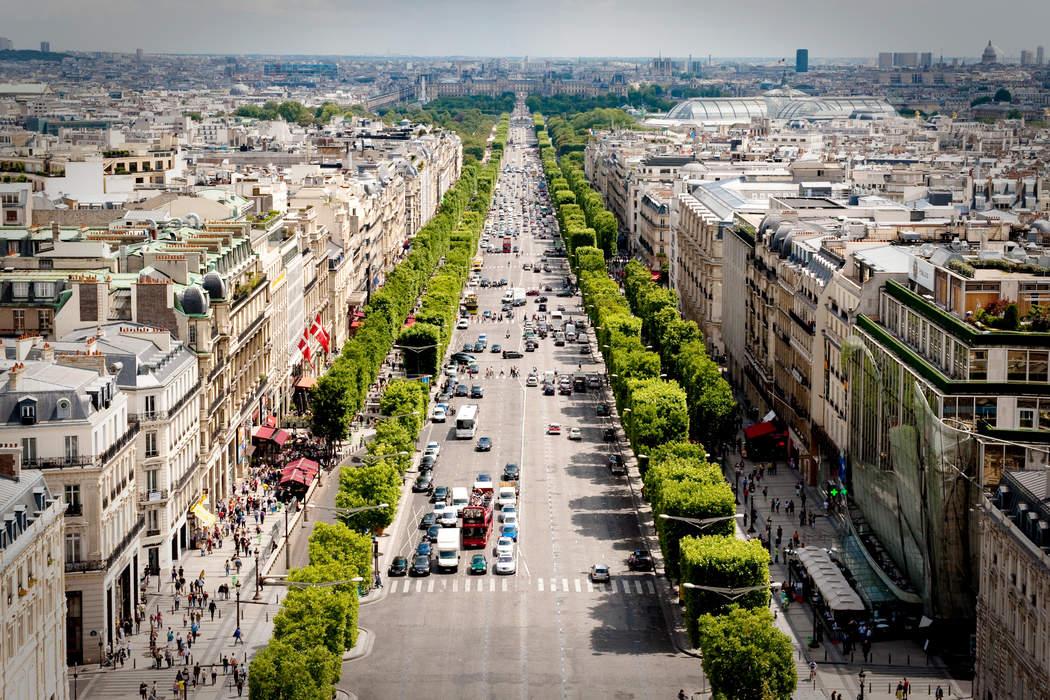 Champs-Élysées: Avenue in Paris, France